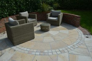 Bespoke patio circle feature in Cotswold Mint with matching cobbles.
