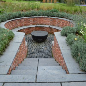 Farley Black steps to Granite setts