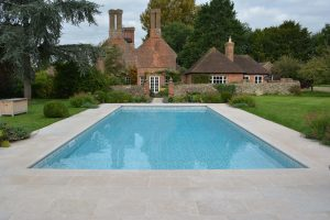 Swimming pool copings in Fossil Pearl Tumbled Grip Limestone