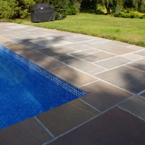 Raj Riven Sandstone pool coping with a 90° square internal corner, and paving.
